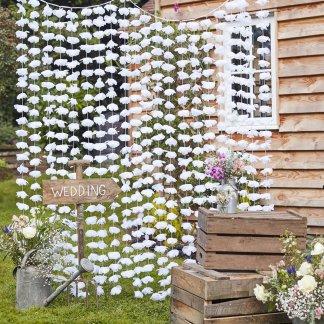 וילון פרחים לבנים לחתונה
