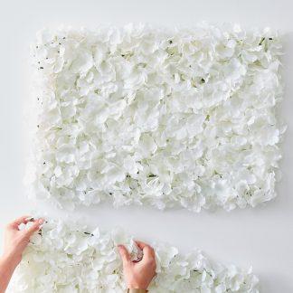 משטח פרחים לבנים לחתונה